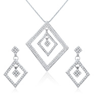 Oviya Whimsical Glam Pendant Set