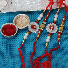 Red Winning Rakhi set