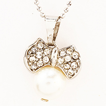Bow Pearl Pendant